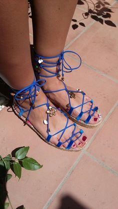 Sandalias de esparto personalizadas en azul.