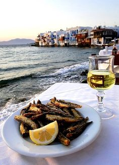 This is more or less how a dinner looks in Greece wink emoticon ‪#‎YachtcharterGriechenland‬ ‪#‎YachtcharterMykonos‬
