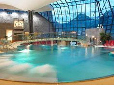 AQUA DOME - Your ultimate 4 star wellness hotel in Tirol/Austria. Our spa hotel in Oetztal offers stylish rooms with all amenities for perfect relaxation. Spa Design, Pool Spa, Aqua, Places Around The World, Around The Worlds, Hotel Austria, Spa Hotel, Beautiful Pools, Wellness Spa