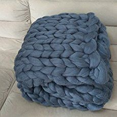 How to Make an Arm Knit Blanket in Less Than an Hour (Video) | The DIY Mommy