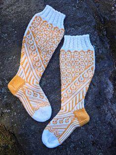 Kääty-villasukat – Mia Sumellin ohje   Meillä kotona Knitting Socks, Knit Crochet, Crotchet, Needlework, Handmade, Crocheting, Diy, Fashion, Tejidos