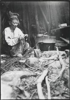 Skolt Sami woman in a peat hut when at a salmon fishing camp, Varanger, Norway… Fly Fishing Equipment, Kola Peninsula, Ornella Muti, Fishing Photography, Lappland, Fishing Humor, People Photography, Vintage Photography, Salmon Fishing