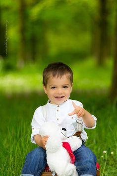 My favorite toddler with his nice, white teddy bear. #childrenphotos #photography #childrenphotography #München www.carmenbergmann.com #kinder #kinderfotografin #München #children #childrenphotography #Munich #kid #kids #photo #photography #photos #photographer #carmenbergmann #Germany