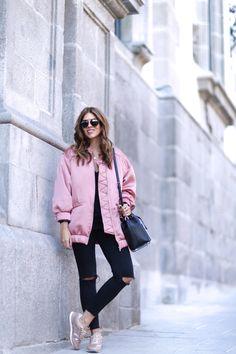 trendy-taste-look-street-style-otono-invierno-2016-bomber-rosa4