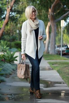 Une femme - Check out her style interview at http://40plusstyle.com/how-to-look-great-in-neutrals-a-style-interview-with-susan/