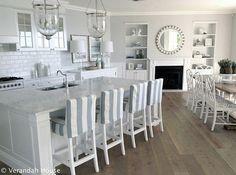Modern And Cool Coastal Kitchen Design Ideas 01 Beach Kitchens, Home Kitchens, Coastal Kitchens, Veranda Interiors, House Interiors, Hamptons Decor, Cocinas Kitchen, Beach House Decor, Home Decor