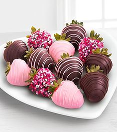 Valentines Chocolate Covered Strawberries - 12 Piece