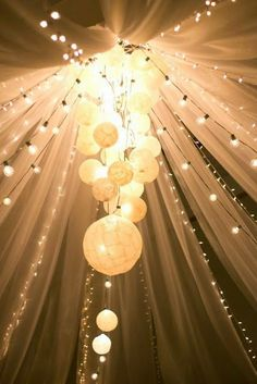 Tulle Wedding Decorations - A Fantasy in Fabric. Read more: http://memorablewedding.blogspot.com/2014/04/tulle-wedding-decorations-fantasy-in.html