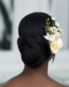Natural Hair Bun Styles, Natural Hair Types, Natural Hair Braids, Hair Styles, Bridal Hair Updo, Bridal Hair And Makeup, Bridal Beauty, Hair Makeup, Black Brides Hairstyles