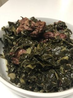 The BEST Southern collard greens with smoked turkey and bacon for Easter, Thanksgivng or Sunday dinners. Try this collard green recipe! Thanksgiving Appetizers, Thanksgiving Sides, Southern Thanksgiving Recipes, Vegetable Dishes, Vegetable Recipes, Veggie Food, How To Cook Collards, Southern Mac And Cheese, Southern Collard Greens
