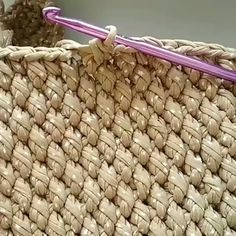 How to knit edge crochet video tutorial Love Crochet, Bead Crochet, Crochet Motif, Diy Crochet, Crochet Crafts, Crochet Projects, Crochet Birds, Crochet Food, Crochet Bear