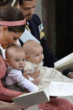 Les princes Oscar et Alexander de Suède avec la princesse Victoria à Stockholm…