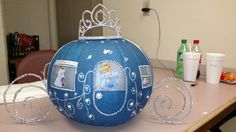 Cinderella pumpkin ~ love the pipe cleaners for wheels. Cinderella Crafts, Cinderella Decorations, Cinderella Theme, Cinderella Birthday, Cinderella Baby Shower, Cinderella Sweet 16, Baby Shower Princess, Pumpkin Decorating Contest, Pumpkin Contest