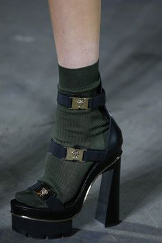 Fashion Tips 2018 Versace Spring 2016 Ready-to-Wear Fashion Show Details.Fashion Tips 2018 Versace Spring 2016 Ready-to-Wear Fashion Show Details Dr Shoes, Sock Shoes, Me Too Shoes, Shoes Heels, Pumps, Velcro Shoes, Pretty Shoes, Cute Shoes, Awesome Shoes