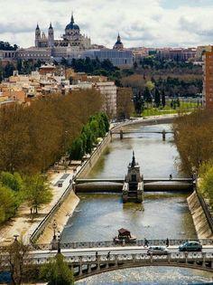 Teleférico de Madrid por el rió Manzanares