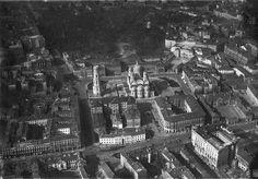 Plac Piłsudskiego, lata 20-30 XX w. . (fot. Licencja CC, Wikimedia Commons, z kolekcji starych zdjęć Marka Tuszyńskiego)