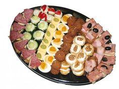 Kaas+met+druiven gehaktballetjes plakjes+komkommer+met+kruidenkaas+of+selleriesalade Ham+met+asperges Salami+met+augurk Rosbief+met+ei Oude+kaas+met+mosterd-dilledip Leverworst Grillworst Gekookte+worst Gevulde+cherrytomaatjes+met+kruidenkaas
