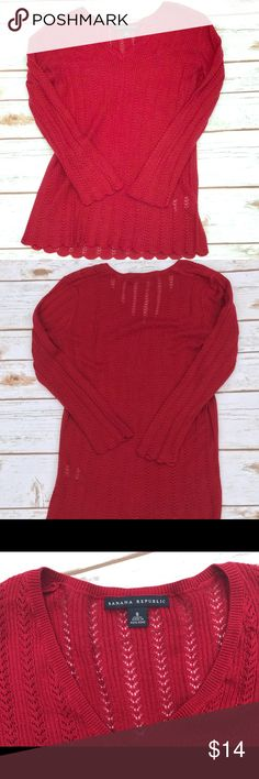 🍌Banana Republic Thin Red Sweater Banana Republic thin red sweater. Good condition size small but fits more like an XS imo. V neck. Great for fall weather! Banana Republic Tops