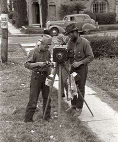 1939. Mars. A street tintype cameraman, San Antonio, Texas, photo by Russell Lee, March 1939.