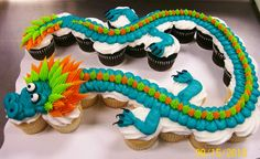 The whole dragon (24 cupcakes) by Leslie Schoenecker