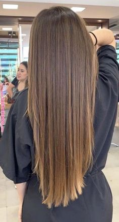 11 Pretty Caramel Highlights Ideas for All Hair Colors For You in 2019 : Have a look! Are you looking for a hair color highlights for your lovely hair? You should give an eye to the collection where we have got some lovely and adorable coloring Ideas. Brown Hair With Blonde Highlights, Brown Hair Balayage, Hair Color Highlights, Hair Color Balayage, Caramel Highlights, Fall Highlights, Blonde Honey, Balayage Highlights, Pinterest Hair