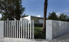 Breeze House is a minimalist architecture project located in Castellón, Spain, designed by Fran Silvestre Arquitectos. Minimalist Architecture, Contemporary Architecture, Architecture Design, Pergola Curtains, Porche, Pergola Attached To House, Patio Roof, Fence Design, Prefab Homes
