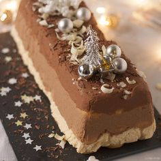 Deze kerststronk wordt de pièce de résistance op je kerstdiner! Wow-effect verzekerd wanneer je hem op tafel zet én wanneer er geproefd wordt. Lekkerrrrrr!