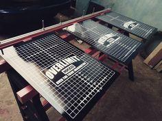 Meja sablon Screen Printing Equipment, Screen Printing Press, Screen Printing Machine, Cnc, Banners, Lotus, Workshop, Studio, Prints