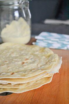 Recette express : Tortilla à la farine de maïs - Laura Breiller-Tardy - Naturopathe Lyon Healthy Cooking, Healthy Recipes, Arabic Sweets, What You Eat, Base, Dessert Recipes, Desserts, Crepes, Food Hacks