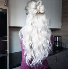 Look at this Beautiful hair to insta@fannyylinneaa 😍❄☃️  Shop your hair before 14/12 so you also get your hair until Christmas 🎁🎄 www.luxushair.com  #Christmas #hair #hairstyle #HairCare Color Trends 2018, Hair Trends 2018, Purple Hair, Ombre Hair, Bad Hair Day, My Hair, Galaxy Hair, Christmas Hair, Hair Quotes