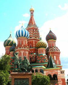 弾丸5日でサンクトペテルブルグとモスクワに行ってきました。行きたいところに行けて大満足。 ロシアはあまり旅先としてメジャーではないもしれませんが、金ピカキラキラの宮殿、かわいい聖堂、華やかなバレエ、雑貨もたくさん(主にマトリョーシカ)ということで女子旅としてもかなりオススメです。人も優しく安全でした。 (旅行記) ☆サンクトペテルブルグ1~2日目:作成中 ☆サンクトペテルブルグ3日目:作成中 ☆モスクワ4~5日目 http://4travel.jp/travelogue/11030300
