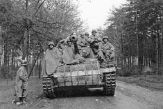 An 'Hellcat' loaded down with infantry of the 643 Tank Destroyer Btln. M18 Hellcat, Warring States Period, Tank Destroyer, Korean War, Vietnam War, World War Ii, Military Vehicles, Wwii, Mount Rushmore