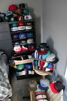 And I thought I had allot of hats! Urban Fashion, Love Fashion, Mens Fashion, Snapback, Beanie Hats, Beanies, Fitted Caps, Street Wear, Men Street