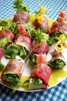 Finger-food i przekąski Appetizer Salads, Yummy Appetizers, Appetizer Recipes, Snacks Für Party, Keto Snacks, Cooking Recipes, Healthy Recipes, Maquillage Halloween, Finger Foods