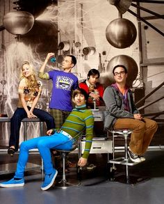 I'm literally obsessed with The Big Bang Theory. That show is hilarious & is one of my all time faves. Who doesn't love TBBT? Leonard Hofstadter, Johnny Galecki, Best Tv Shows, Favorite Tv Shows, Movies And Tv Shows, Favorite Things, Jim Parsons, John Ross Bowie, The Big Bang Theory