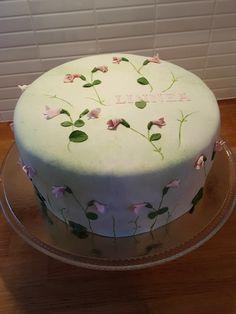 Linnea cake - Linnea flowers om a cake by Cakes by Camilla