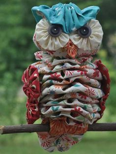 """Favorite Sewing Projects Yo-Yo """"Al"""" Owl Sewing Pattern - Owl Sewing Patterns, Pattern Sewing, Clothes Patterns, Dress Patterns, Quilting Projects, Sewing Projects, Fabric Crafts, Sewing Crafts, Yo Yo Quilt"""