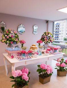 mesa de dulces para bautizo vintage con flores