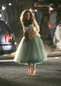 Pourquoi les looks de Carrie Bradshaw continuent de nous inspirer ? Hello stitch fix – this is more of what is inspiring to me right now – loving Carrie's looks in Paris! Estilo Carrie Bradshaw, Carrie Bradshaw Outfits, Carrie Bradshaw Wedding Dress, Black Tulle Skirt Outfit, Tulle Dress, Tulle Skirt Outfits, Tulle Skirts, Sarah Jessica Parker, City Outfits