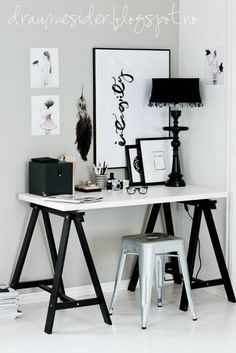 Pode ser um escritório ou um cantinho de maquiagem. Muito foto, muito Tumblr.❤️