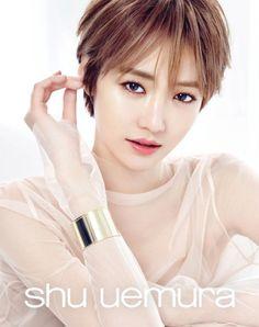 Go Joon-hee Terlihat Memikat di Pemotretan Terbaru Shu Uemura