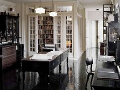 Isn't this home library beautiful? It this didn't encourage one to read, I don't what would:)