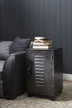 Lockers for boys room Industrial Chic, Industrial Furniture, Cool Furniture, Industrial Bedroom, Vintage Lockers, Interior Design Inspiration, Shabby Chic, House Styles, Studio Ideas