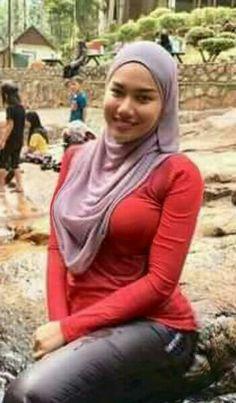 Arab Girls Hijab, Girl Hijab, Beautiful Muslim Women, Hijab Chic, Girl Body, Hijab Fashion, Cool Girl, Pin Up, Curves