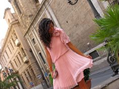 Plissè svolazzante... #ootd #fashion #blogger #lasciarpaviola #pink #vintage