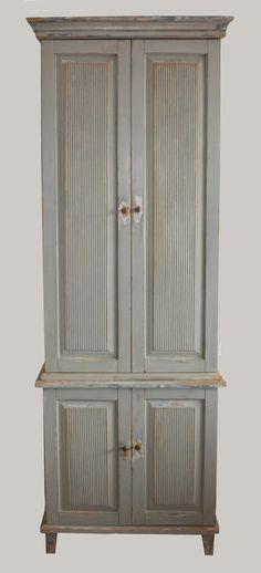 JUVIn tornikaappi on kaunis säilytyspaikka vaatteille, liinavaatteille tai vaikka leluille.