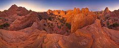 Red Sandstone Evening - John Eastcott et Yva Momatiuk