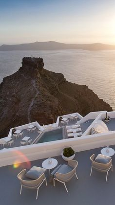 Beautiful Places To Travel, Cool Places To Visit, Hotels In Santorini Greece, Amangiri Resort, Luxury Travel, Dream Vacations, Best Hotels, Luxury Lifestyle, Travel Destinations