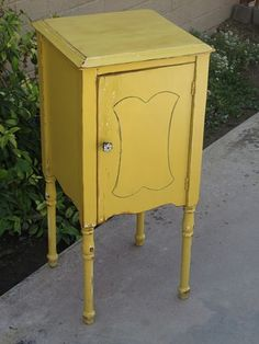 Vintage Nightstand Finished in a Sunny Antique Yellow/ sold :( I would LOVE to get my hands on 2 of these, happy with one tho :-)