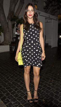 Jessica Lowndes dans les rues de West Hollywood le 13 juillet 2014